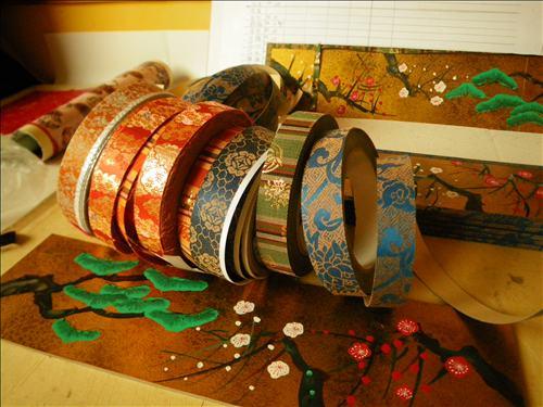みかわ工房の屏風に使っている京都の緞子です。