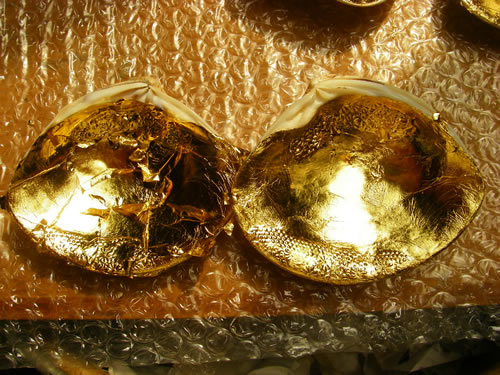 みかわ工房で制作している金箔仕上げの貝合わせです。
