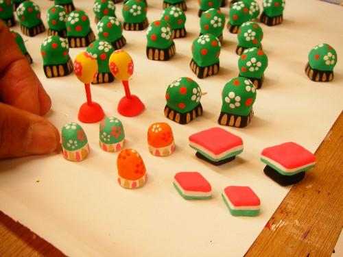 みかわ工房で作っている雛人形の小もの達です。