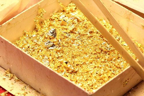 みかわ工房の貝合わせなどで余分になった金箔です。