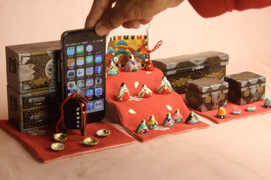 iPhone6を大正の前箪笥の横に並べてみました。