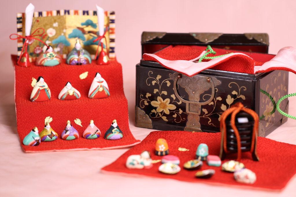 江戸の小箱から取り出して、雛壇に列べてみました。【小さき物の世界】9番