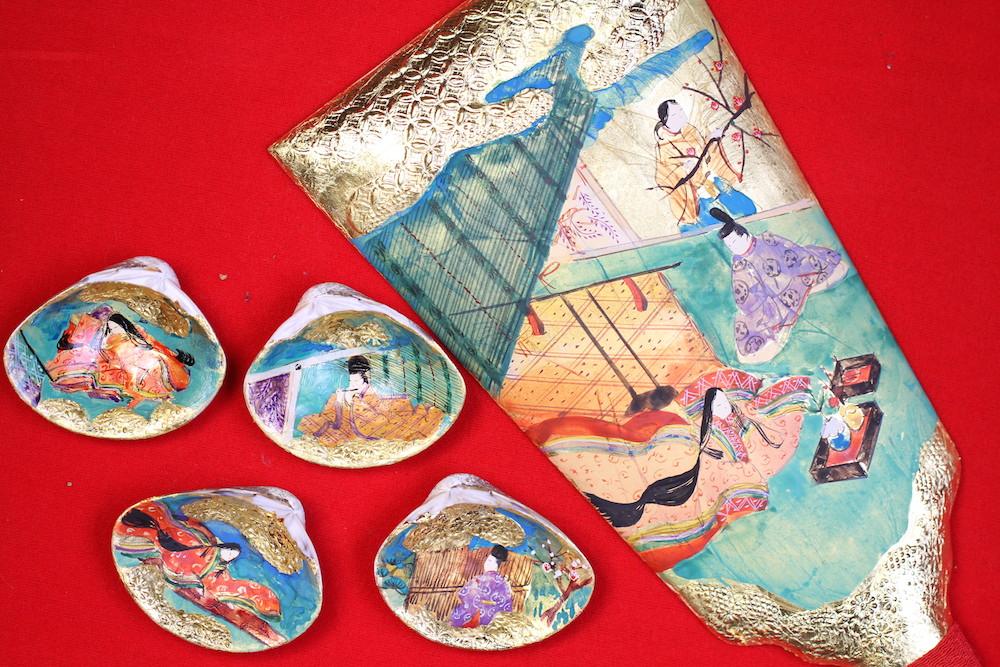 みかわ工房で完成した、手描きの羽子板と2組4枚の貝合わせです。