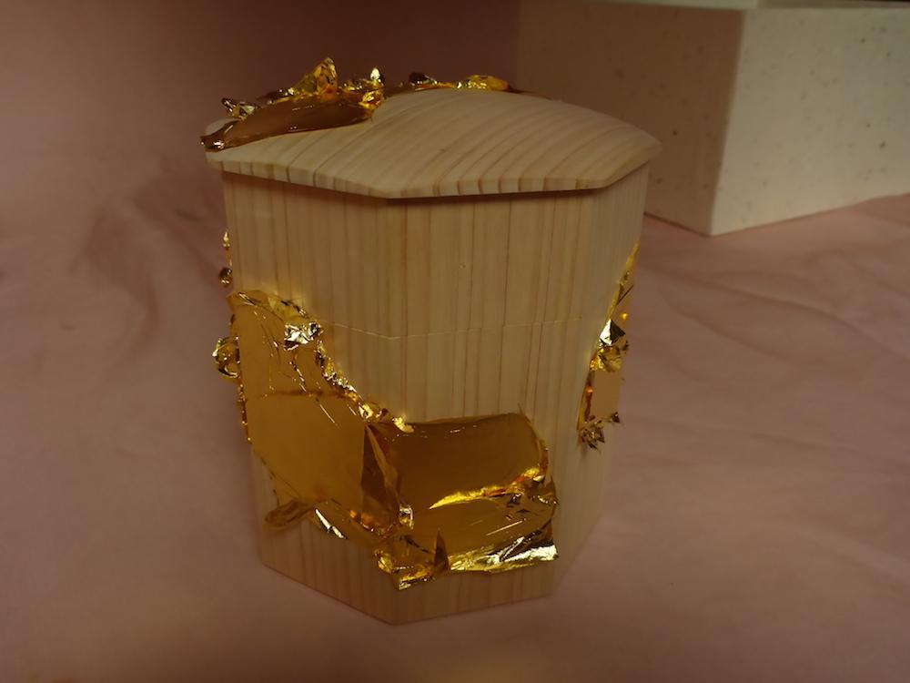 みかわ工房の八角形の貝桶です。