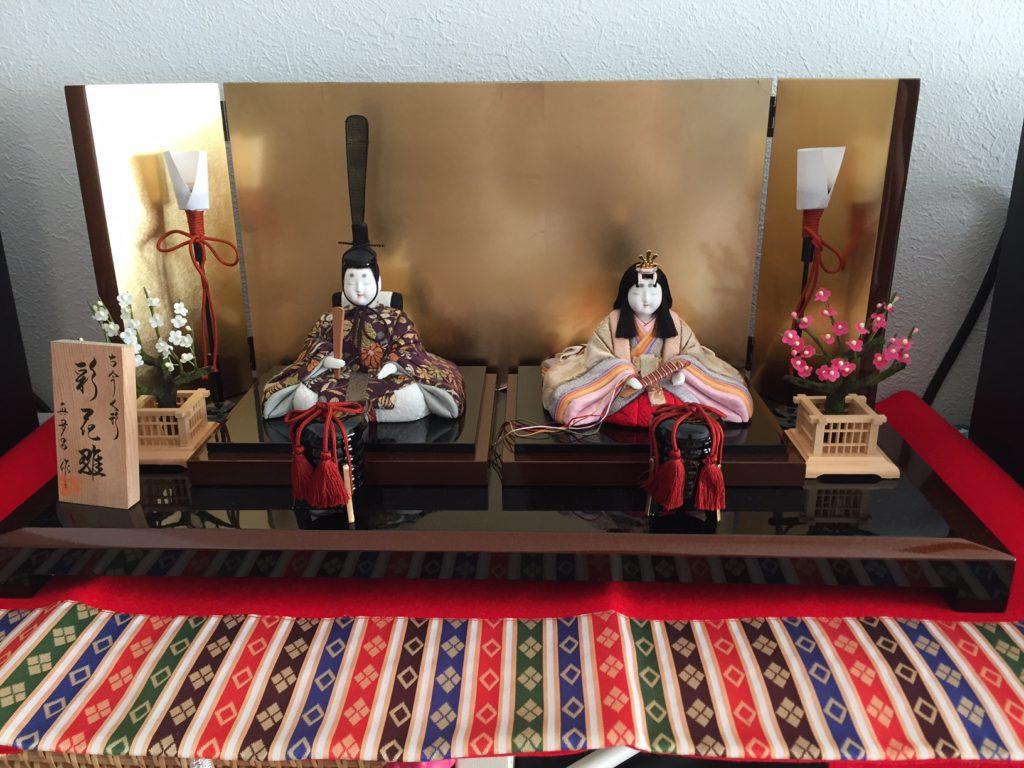 この雛人形に合わせて羽子板、貝合わせを作って欲しいと依頼があった親王雛です。