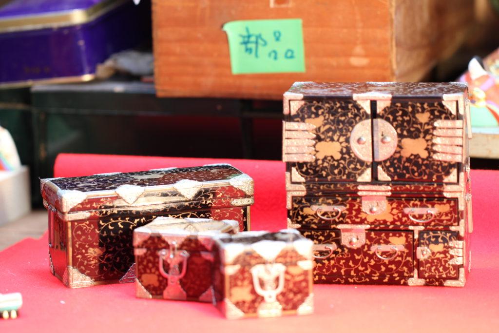 今回購入した江戸時代の重ね箪笥。江戸職人の気質がうかがえます。