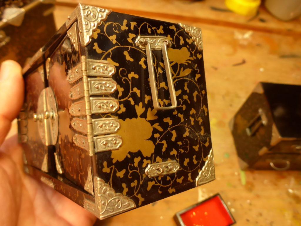 重箪笥 江戸時代の拡大写真で、精巧に作られています。