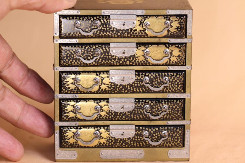 10×11cmの手作り蒔絵箪笥
