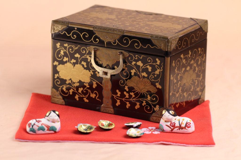 蔦文様が美しい江戸の小箱です。
