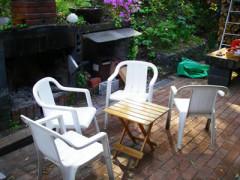 庭のテーブルと椅子