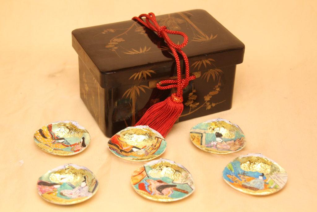 江戸の小箱に入れる3組の貝合わせです。